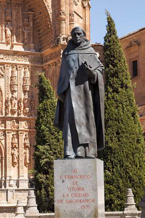 Памятник Франсиско де Витории перед монастырем Святого Стефана, г. Саламанка, Испания. 1975 г.